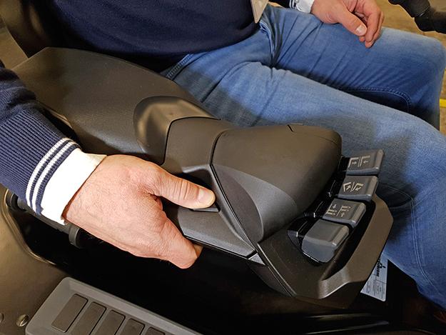 F2 thumb-control button
