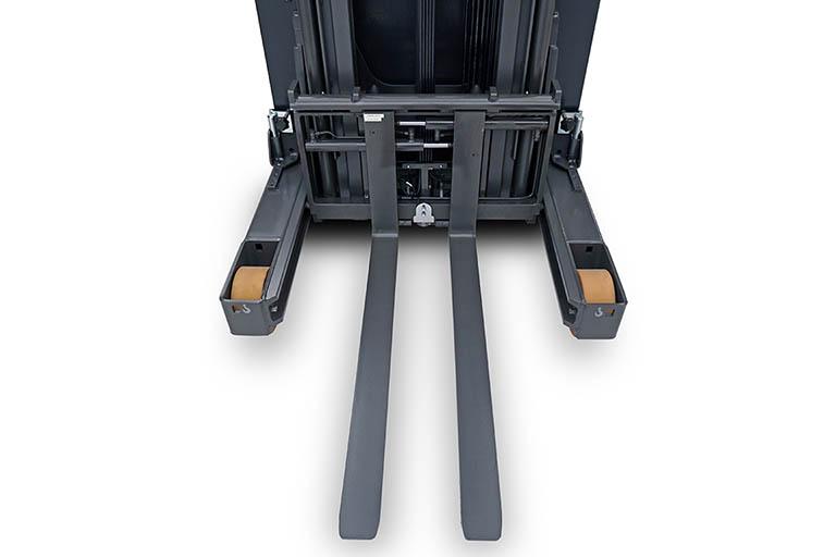 Integral fork positioner sideshift