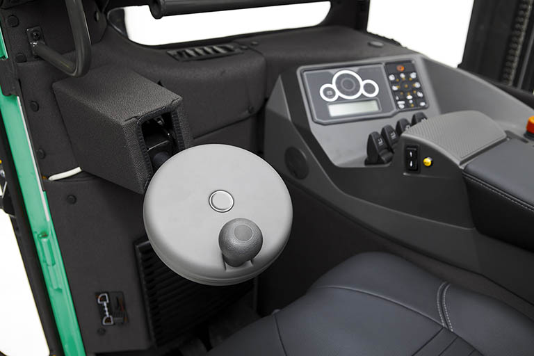 Midi steering wheel and fingertip controls